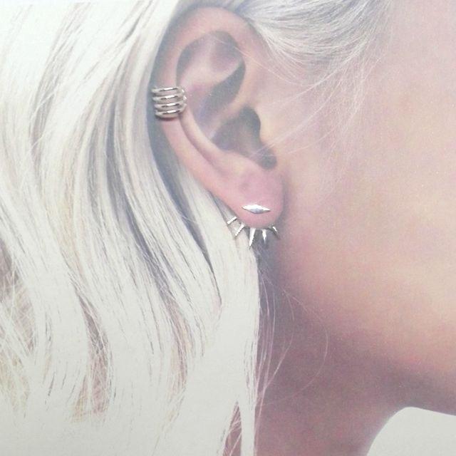 Pendientes diferentes en cada oreja